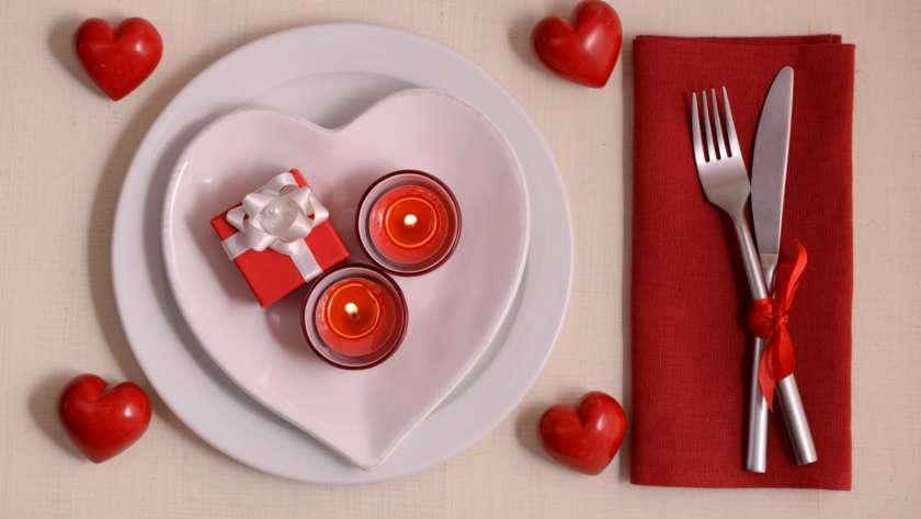 Une table de la Saint-Valentin débordante d'amour