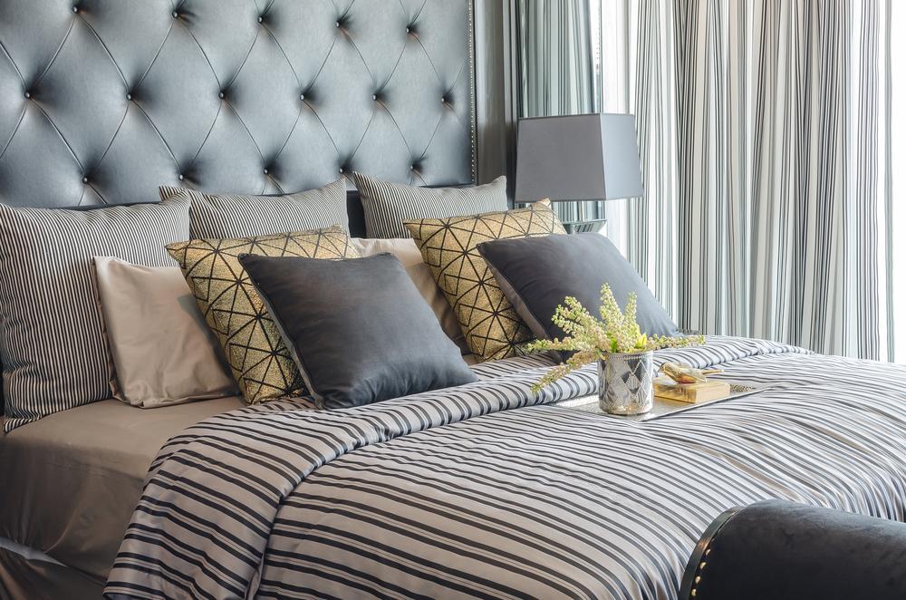 Des bouts de tissus pour habiller le lit