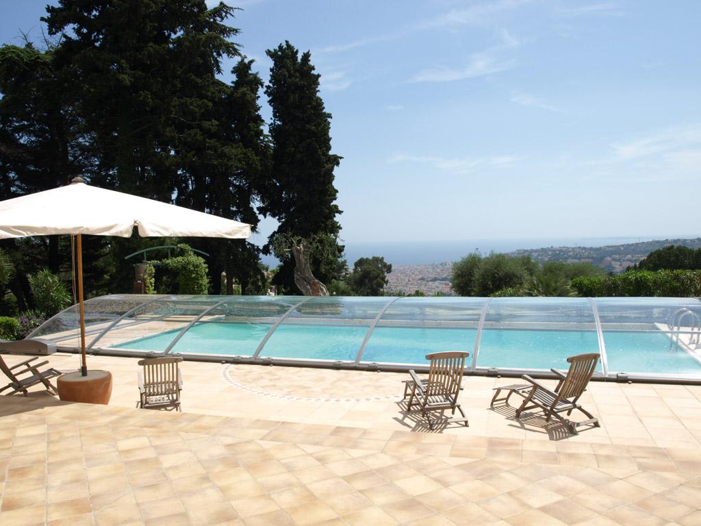 Les crit res de choix d un abri de piscine hors sol for Prix abris de piscine