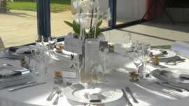 decoration-de-table-mariage-plume-or-blanc-gris-ange2